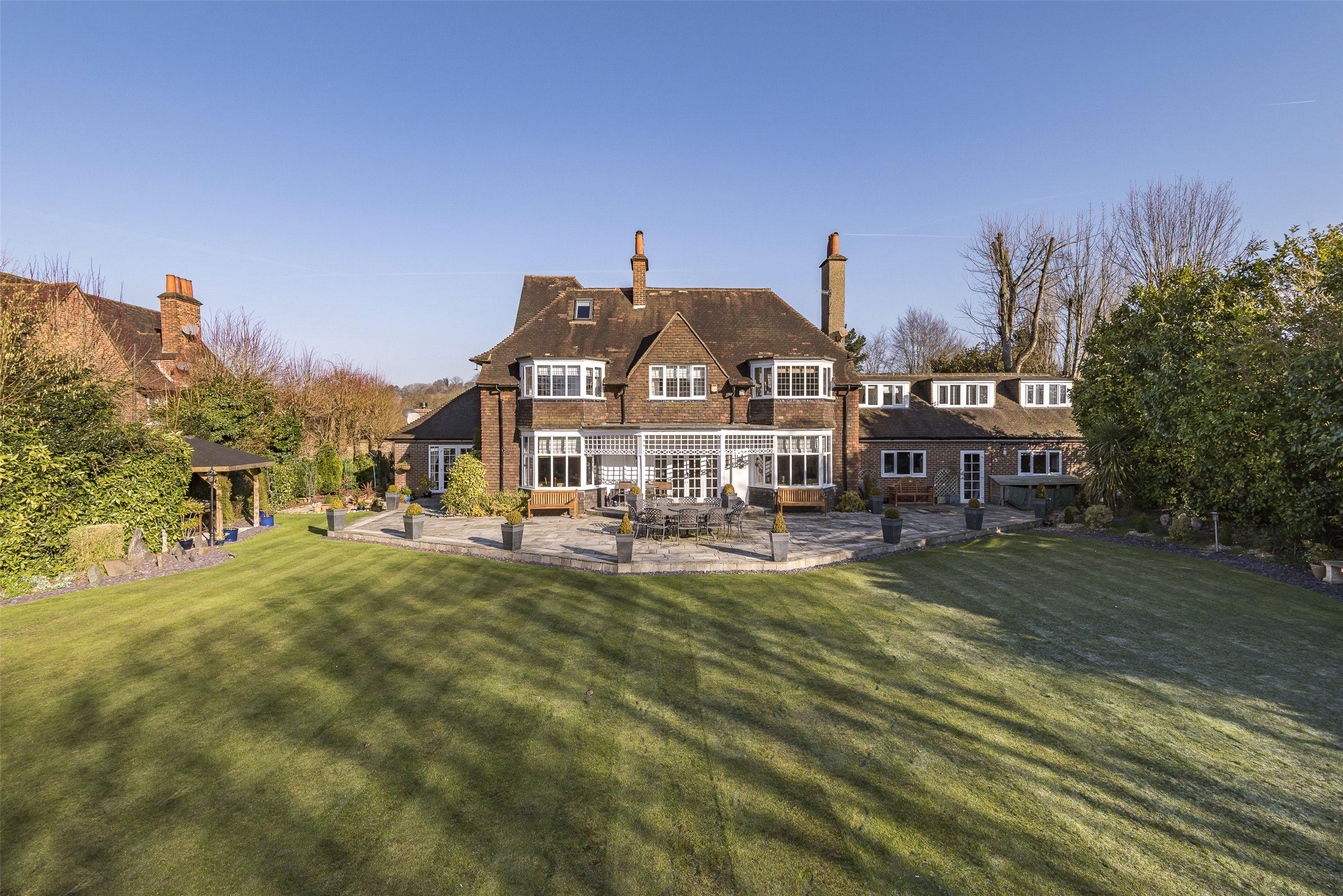 5 Bedroom Property For Sale In Rockshaw Road, Merstham, Redhill,