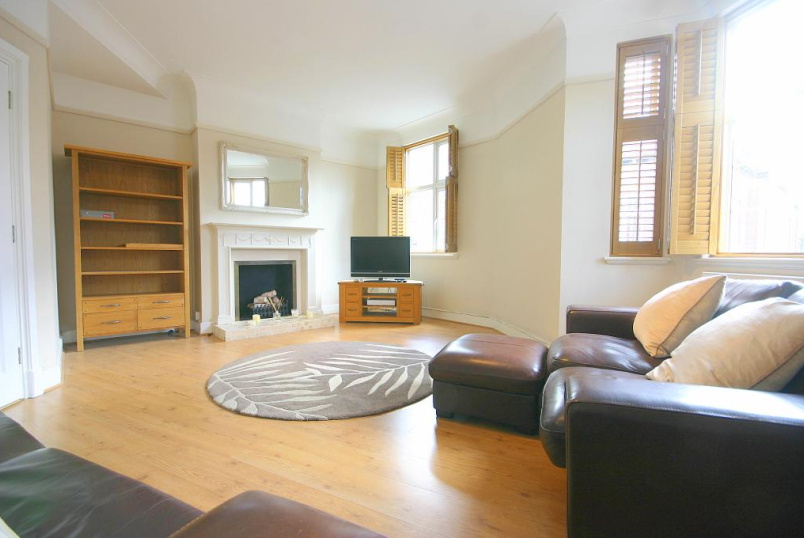 Flat/apartment to let - Tadcaster Court, Clarence Street, Richmond, TW9