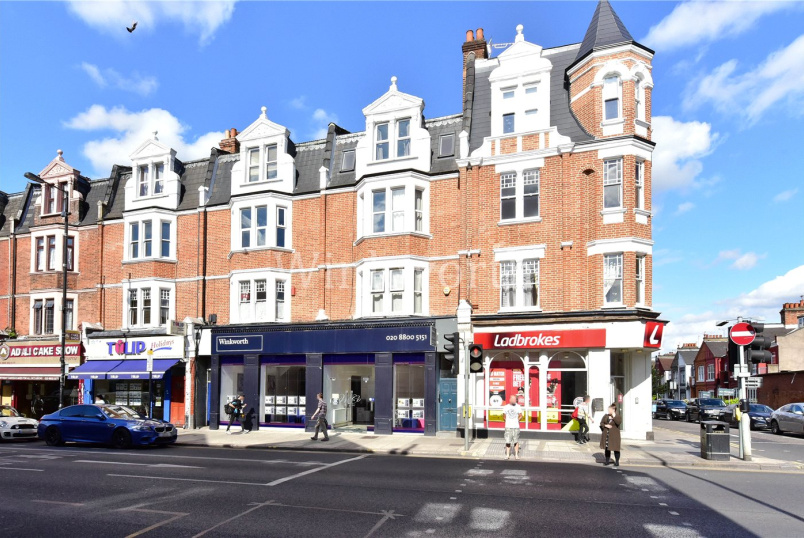 Flat/apartment to let - Grand Parade, Green Lanes, London, N4