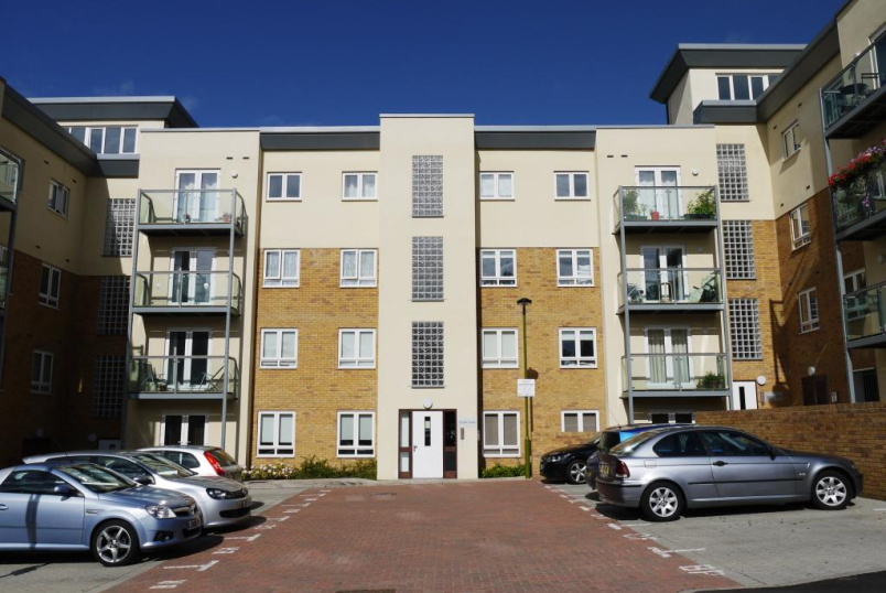 Flat/apartment to let - Taylor Court, Todd Close, Borehamwood, WD6