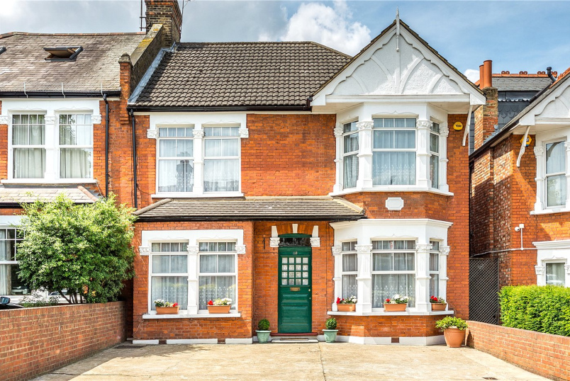 House for sale in Ealing & Acton - Woodfield Road, London, W5