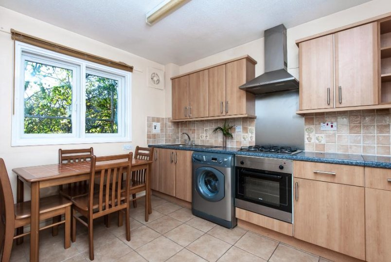 Flat to let - WESLEY CLOSE, SE17