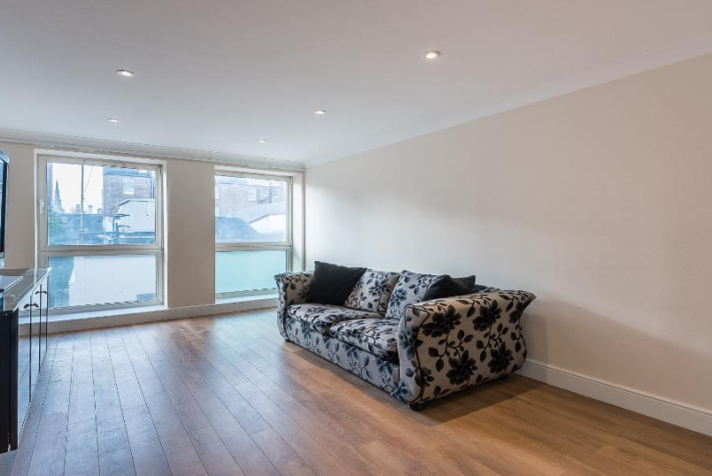 Flat to let - REGENCY STREET, SW1P