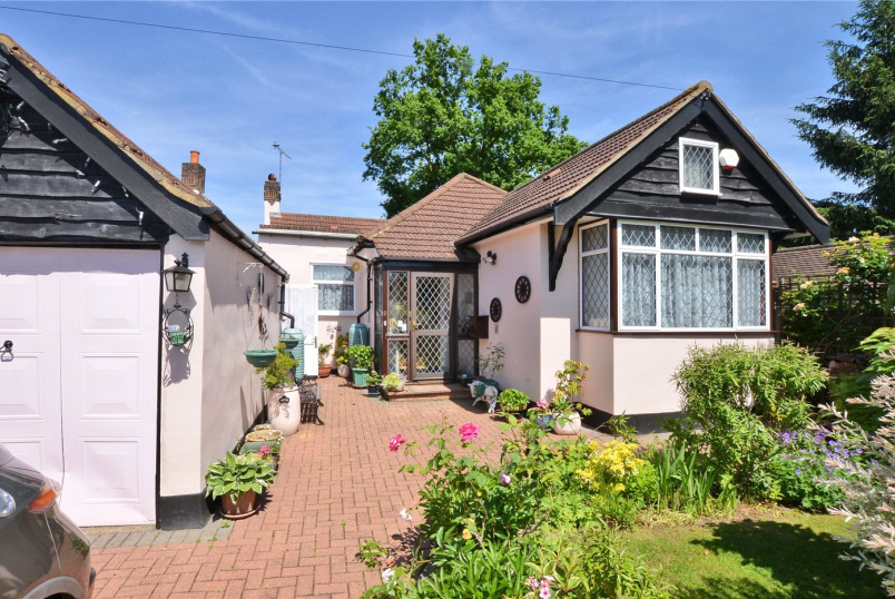 Bungalow for sale in Worcester Park - The Warren, Worcester Park, KT4