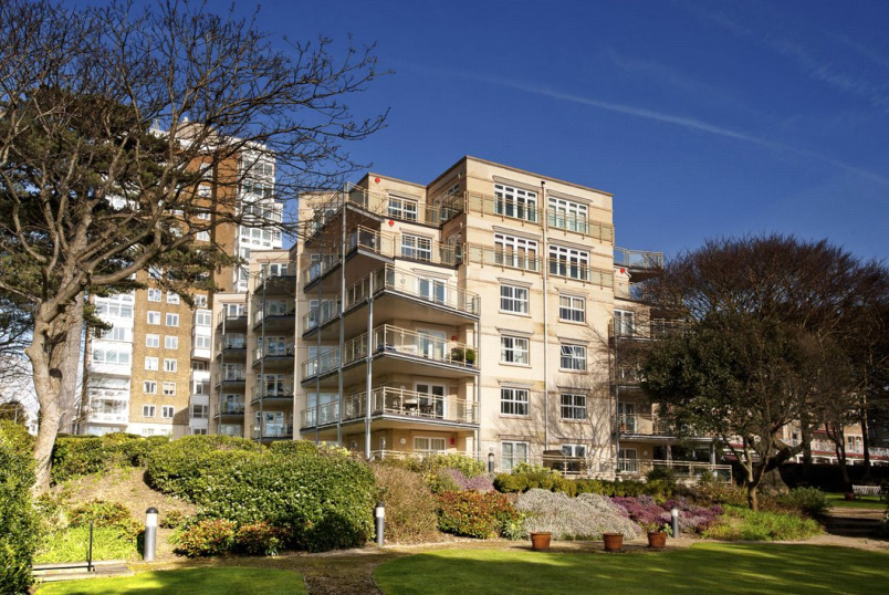 Flat/apartment to rent in Westbourne - Bayview Gardens, 14B West Cliff Road, Bournemouth, BH2