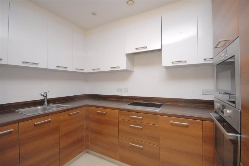 Maisonette to rent in Greenwich - Forge Square, London, E14