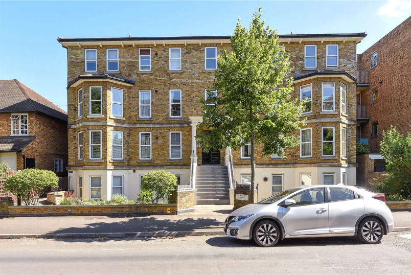Flat/apartment to rent in Surbiton - Connaught House, Grove Road, Surbiton, KT6