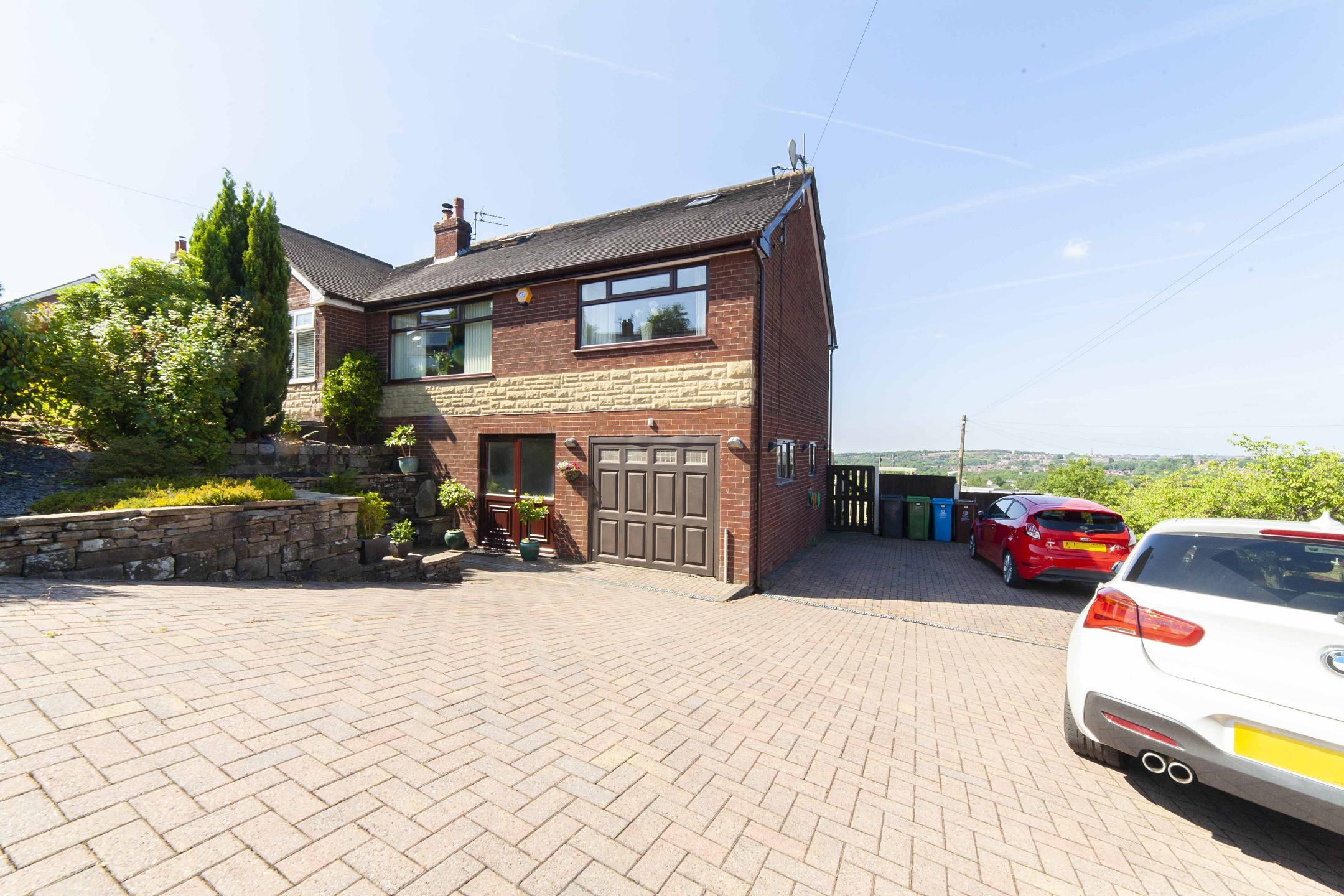 4 Bedroom Semi Detached House For Sale In Den Hill Drive,