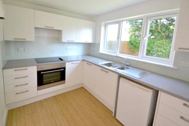 Flat/apartment to rent in Beaconsfield - Sycamore Close, Bourne End, Buckinghamshire, SL8