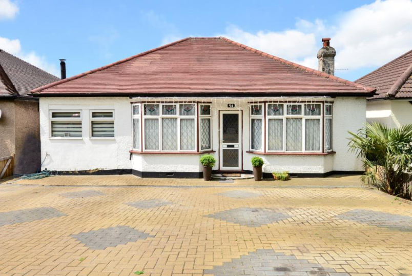 Bungalow for sale in Cheam - St Dunstans Hill, Cheam, Surrey, SM1