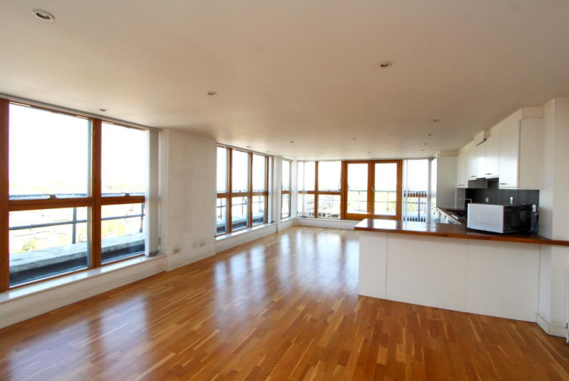 Flat/apartment to rent in Ealing & Acton - Woodgrange House, 429 Uxbridge Road, Ealing Common, W5