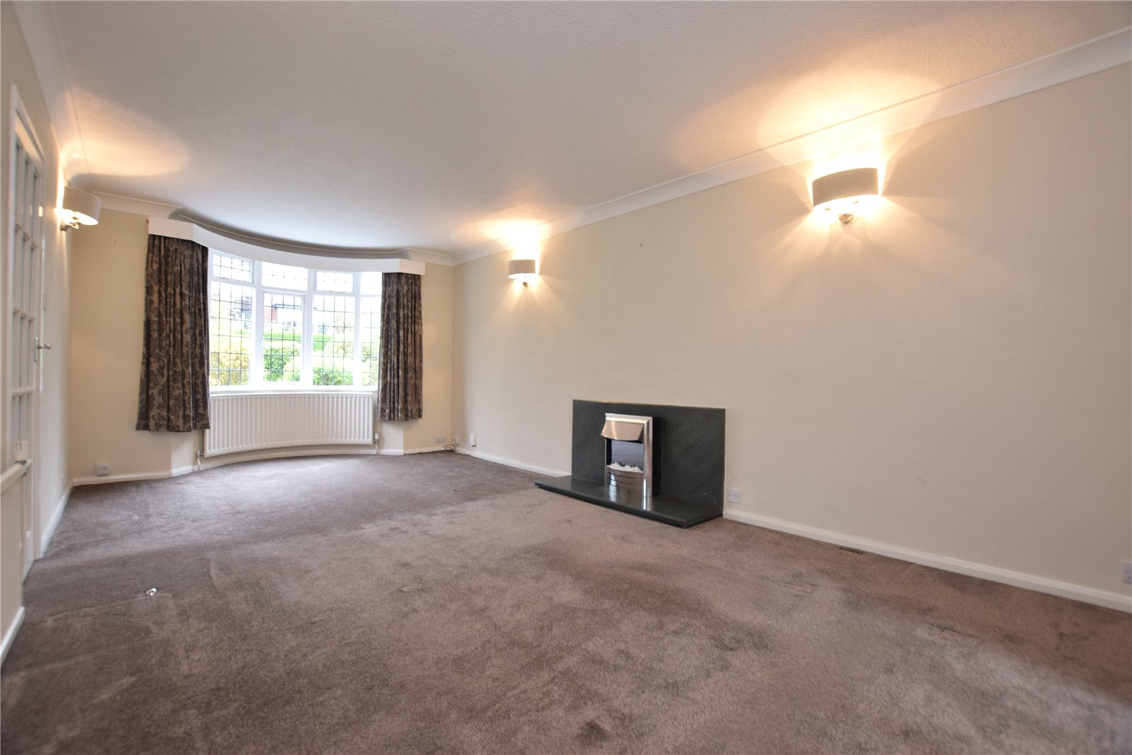 property to let in roundhay, living room