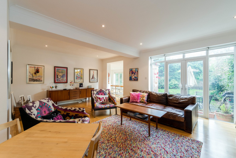 House - terraced to rent in St Johns Wood - BOUNDARY ROAD, NW8 9JE