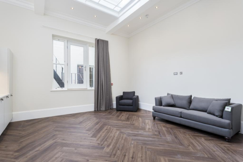 Flat/apartment to rent in West End - Bedford Street, London, WC2E