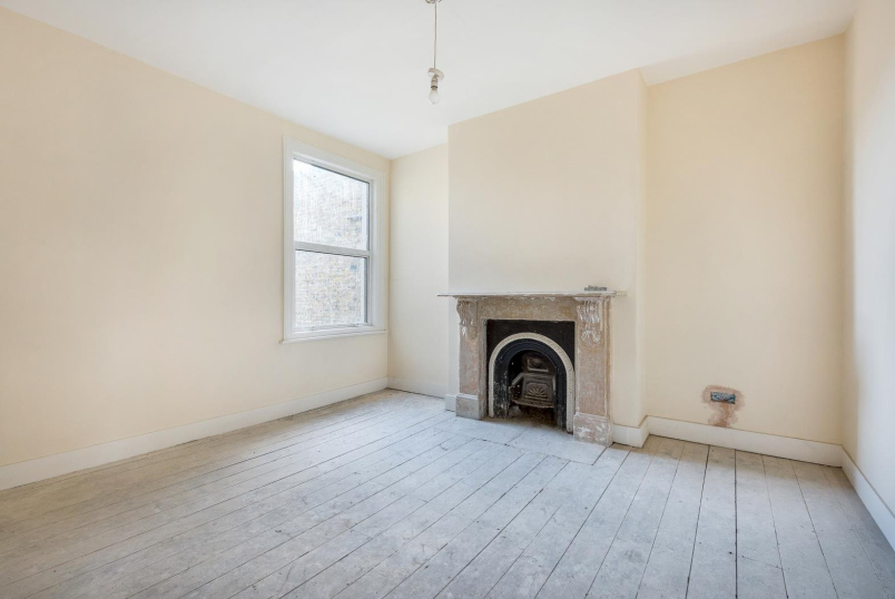 House - terraced for sale in Battersea - THIRSK ROAD, SW11