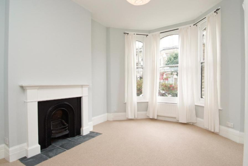 Flat to rent in Battersea - BEAUCHAMP ROAD, SW11