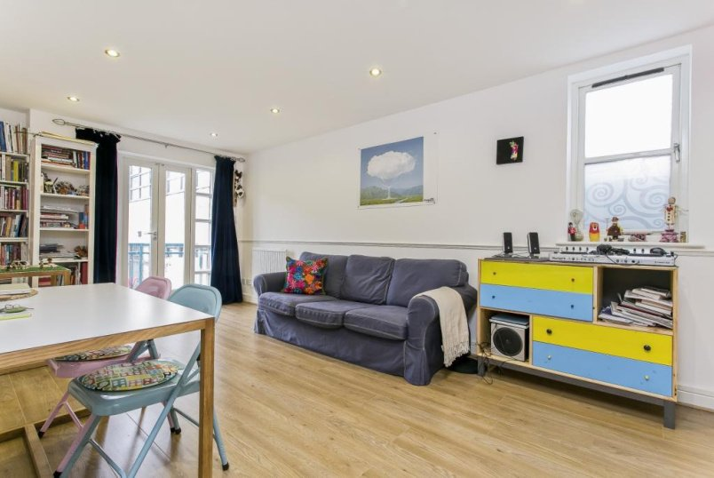 Flat/apartment to rent in Shoreditch - Equity Square, Shacklewell Street, London, E2