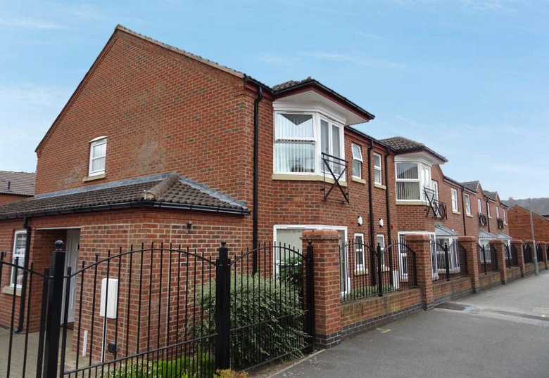 Flat/apartment for sale in Newark - Warwick Court, Warwick Road, Balderton, NG24