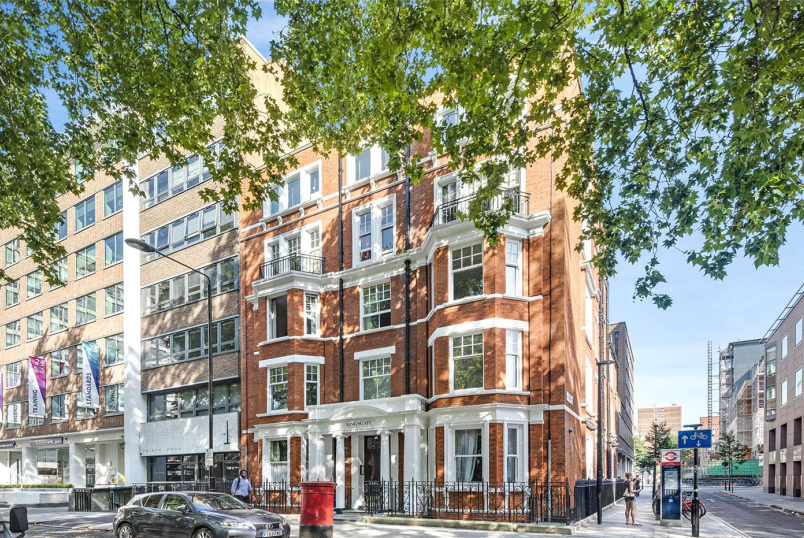 Flat/apartment to rent in West End - Red Lion Square, London, WC1R