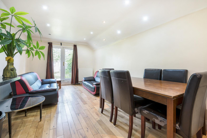 Flat for sale in Battersea - CAVENDISH ROAD, SW12