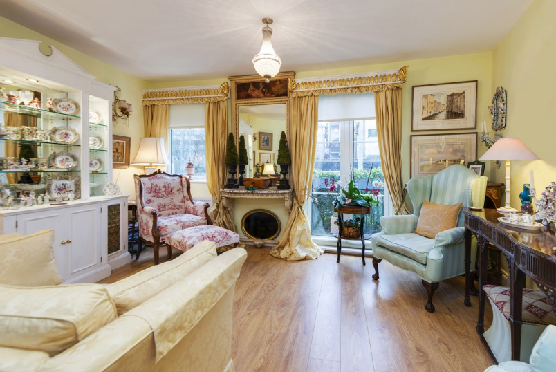 Apartment for sale in St Johns Wood - ANNES COURT, REGENT'S PARK, NW1 6EN