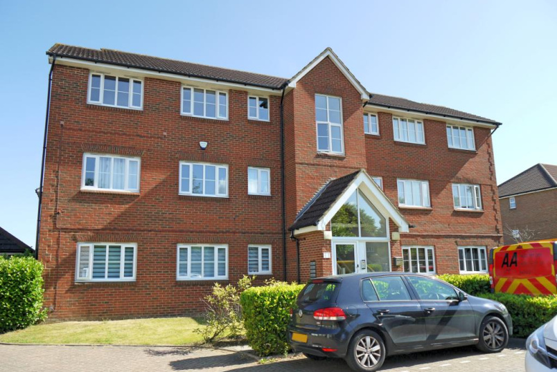 Flat/apartment to rent in Borehamwood & Elstree - Corfe Close, Borehamwood, WD6