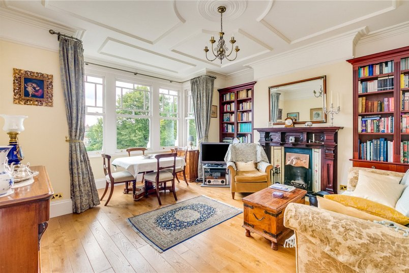 Flat/apartment for sale in Ealing & Acton - Wolverton Mansions, Uxbridge Road, London, W5