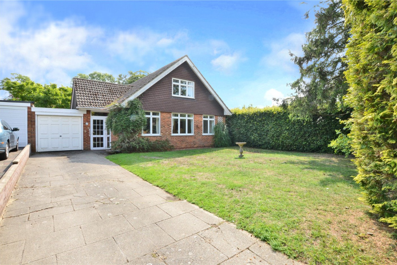 House for sale in Banstead - Grange Gardens, Banstead, Surrey, SM7