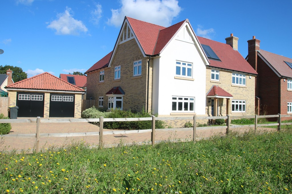 Send enquiry - 5 Bedroom Property For Sale In Christmas Tree Crescent, Hawkwell