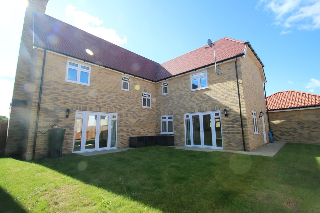 Christmas Tree Crescent, Hawkwell Sold Subject to Contract - 5 Bedroom Property For Sale In Christmas Tree Crescent, Hawkwell