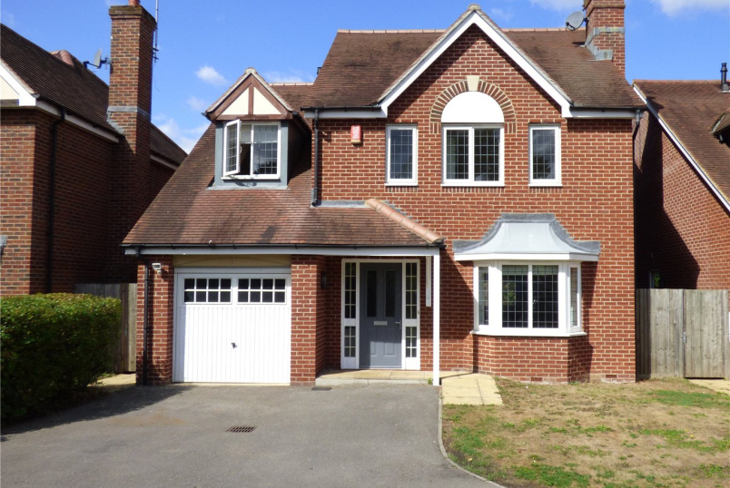 House for sale in Weybridge - Eaves Close, Addlestone, Surrey, KT15