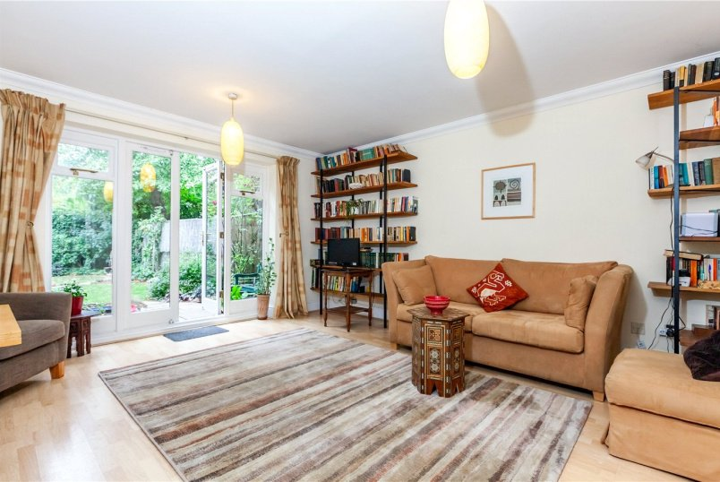 House for sale in Highgate - Greenfield Drive, London, N2