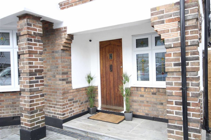 3 Bedroom Property For Sale In Gidea Park Rm2 Guide Price 749 995