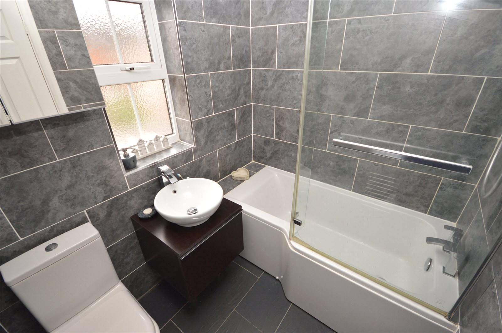 property for sale in Yeadon, interior modern bathroom