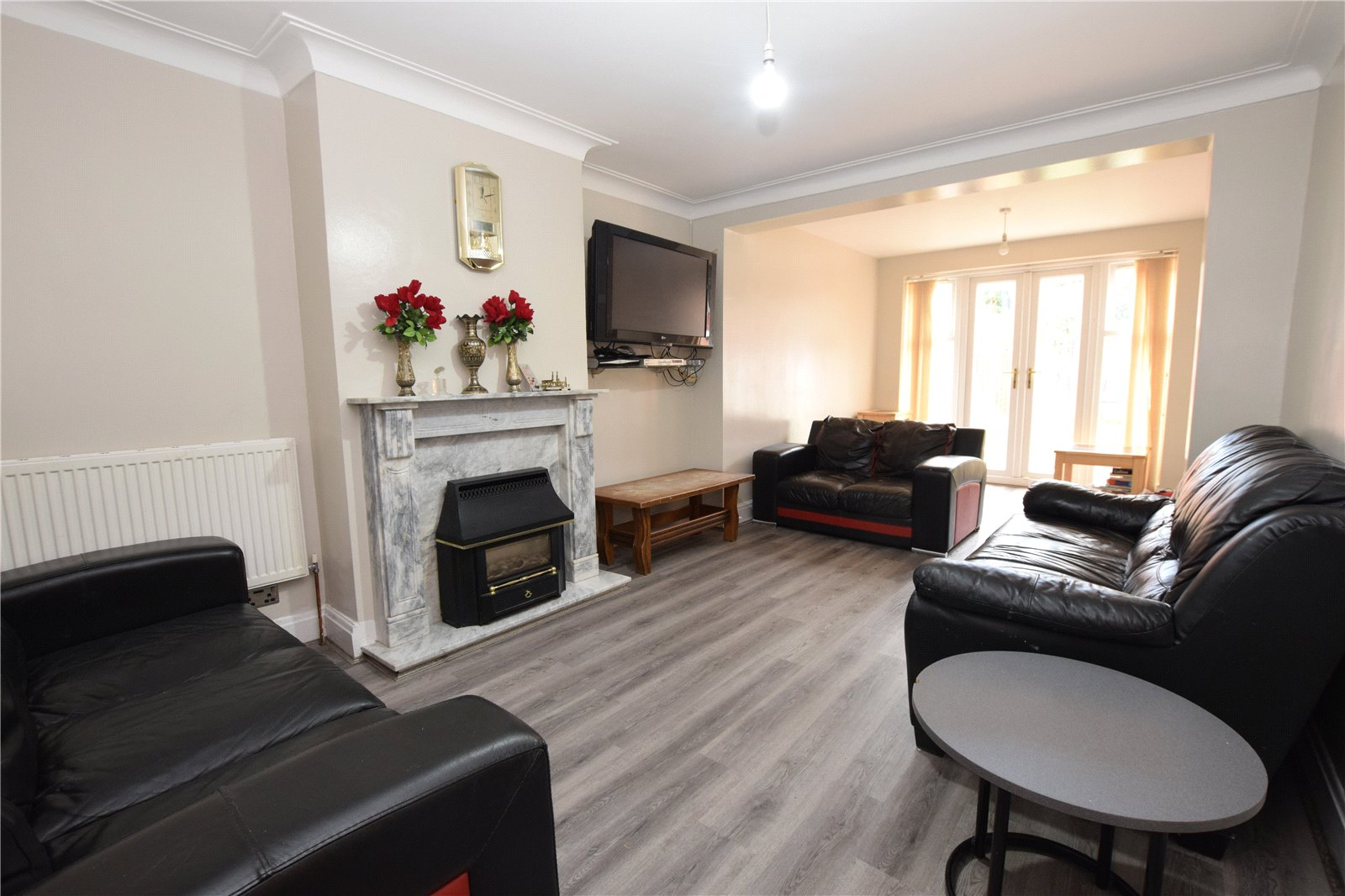 Property for sale in Headingley, interior reception room, spacious lounge with three sofas
