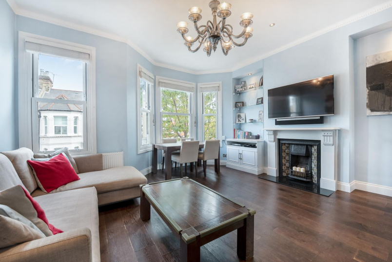 Apartment to rent in Battersea - ELSPETH ROAD, SW11
