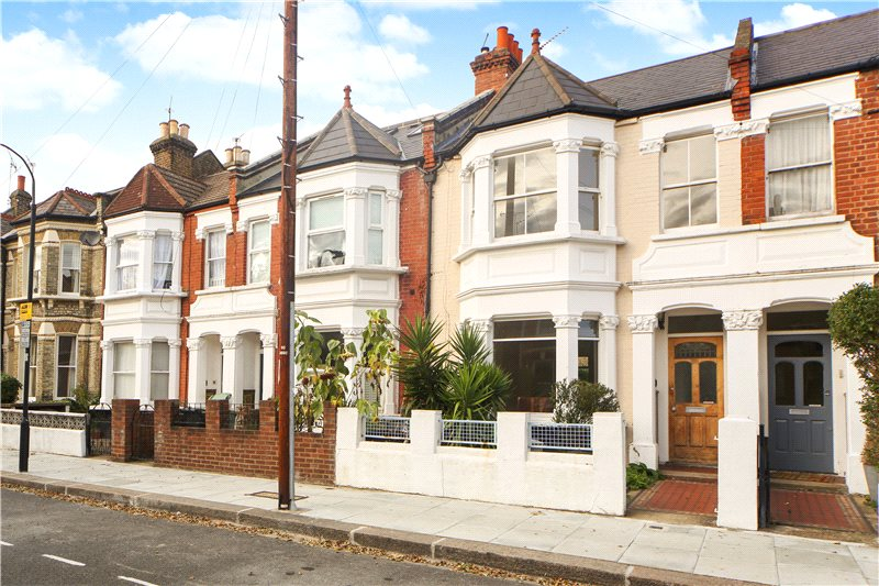 House for sale in Shepherds Bush & Acton - Roxwell Road, London, W12
