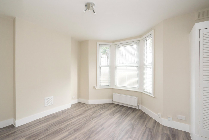 Flat/apartment to rent in Shoreditch - Temple Dwellings, Temple Street, London, E2