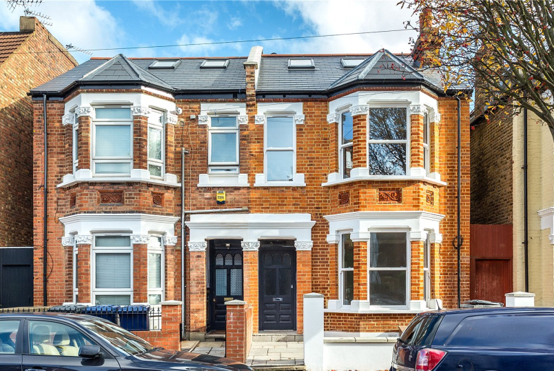 Flat/apartment for sale in Ealing & Acton - Willcott Road, London, W3