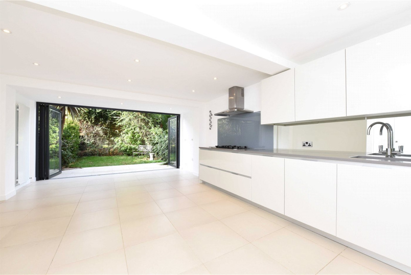 House for sale in Putney - Ardshiel Close, London, SW15