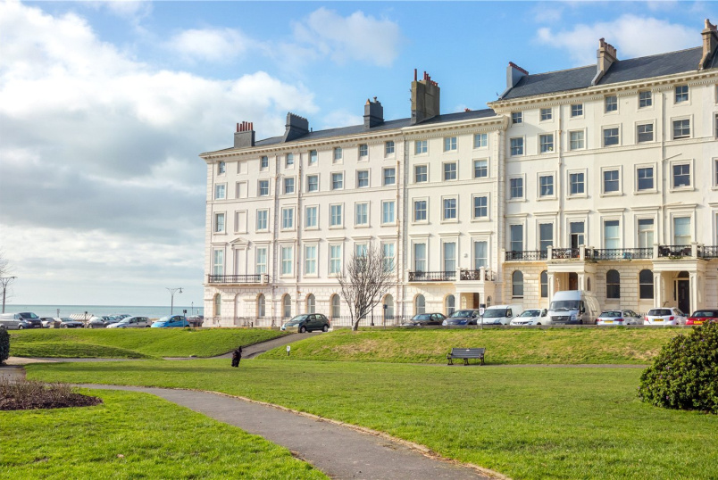 Flat/apartment for sale in Brighton & Hove - Adelaide Crescent, Hove, BN3