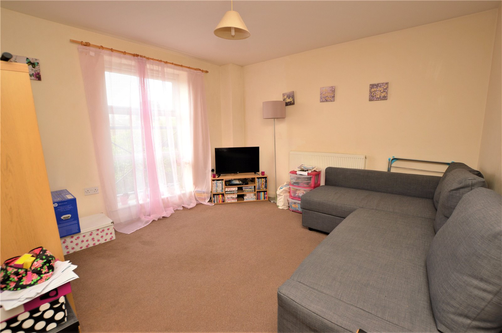 property for sale in Wetherby interior reception room of flat