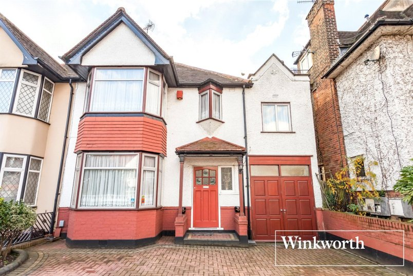 House for sale in Finchley - Hervey Close, Finchley, N3