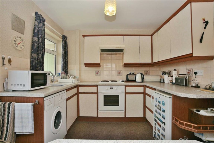 2 bedroom property for sale in Spring Lane, Little Bourton