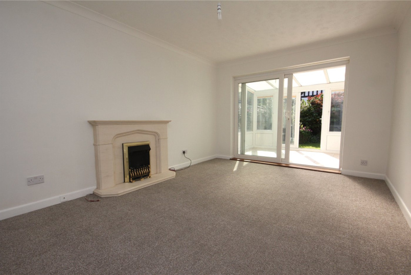 Bungalow to rent in Highcliffe - Ringwood Road, Walkford, Christchurch, BH23