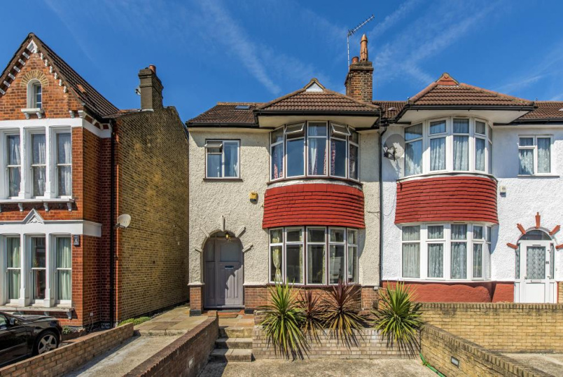 House to rent in Streatham - Greyhound Lane, London, SW16