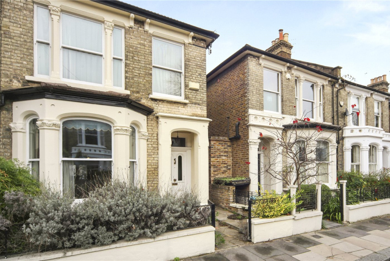 House for sale in Shepherds Bush & Acton - Findon Road, London, W12