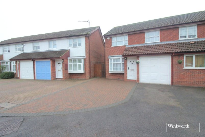 House for sale in Borehamwood & Elstree - St. Neots Close, Borehamwood, Hertfordshire, WD6