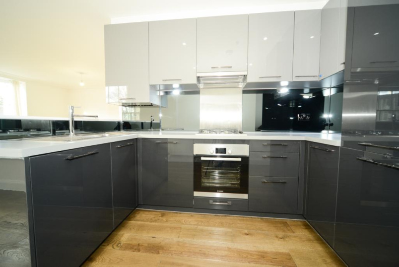 Flat/apartment to rent in Crystal Palace - Fox Hill, London, SE19