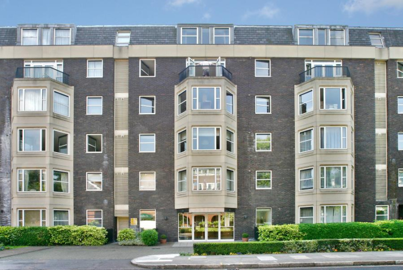 Flat to rent in St Johns Wood - MARLBOROUGH PLACE, NW8 0PX
